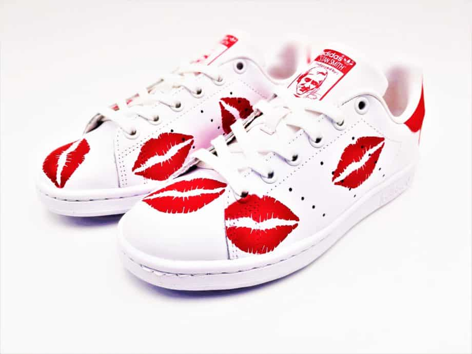 The Adidas Custom Stan Smith Kiss, a pair of shoes customized by ATPIK Custom Sneakers with red kisses.