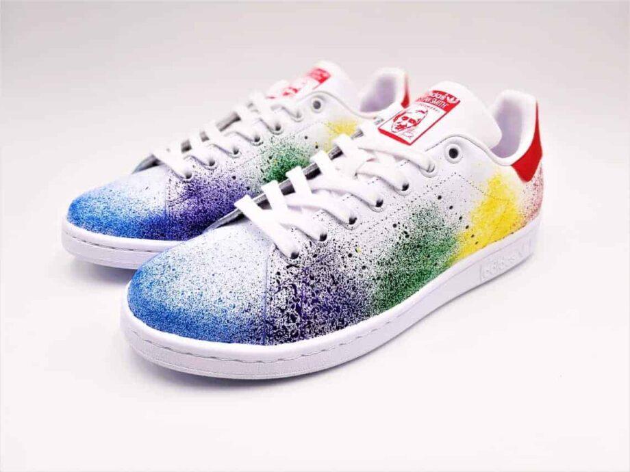 ATPIK custom Sneakers présente les Adidas Stan Smith Custom Color Splash, une paire de sneakers custom réalisée avec des color splash.
