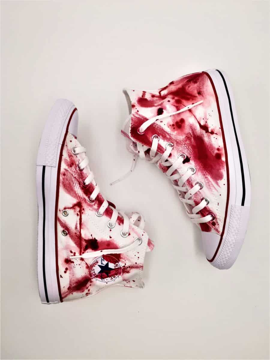 Des sneakers customisées Converse Massacre par ATPIK Customs Sneakers.