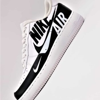Les Nike Air Force 1 Custom reverse, une paire de nike air force 1 customisées par ATPIK custom sneakers.
