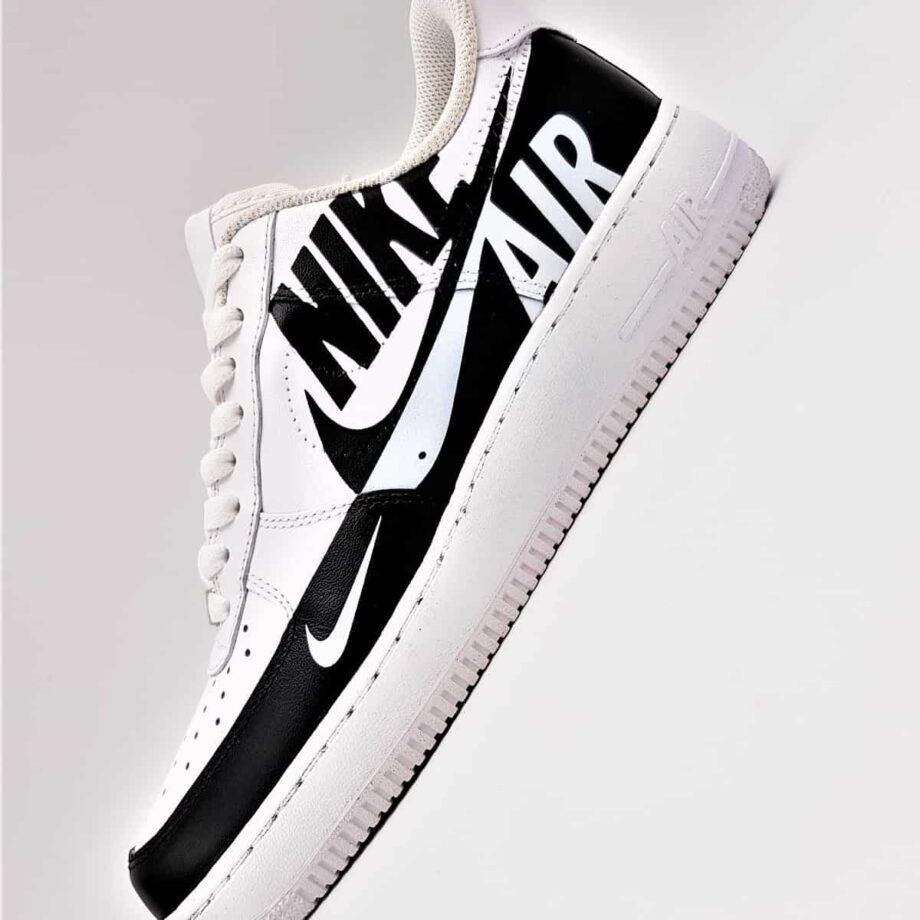 Les Nike Air Force 1 Custom reverse, une paire de nike air force 1 customisées par ATPIK custom sneakers.