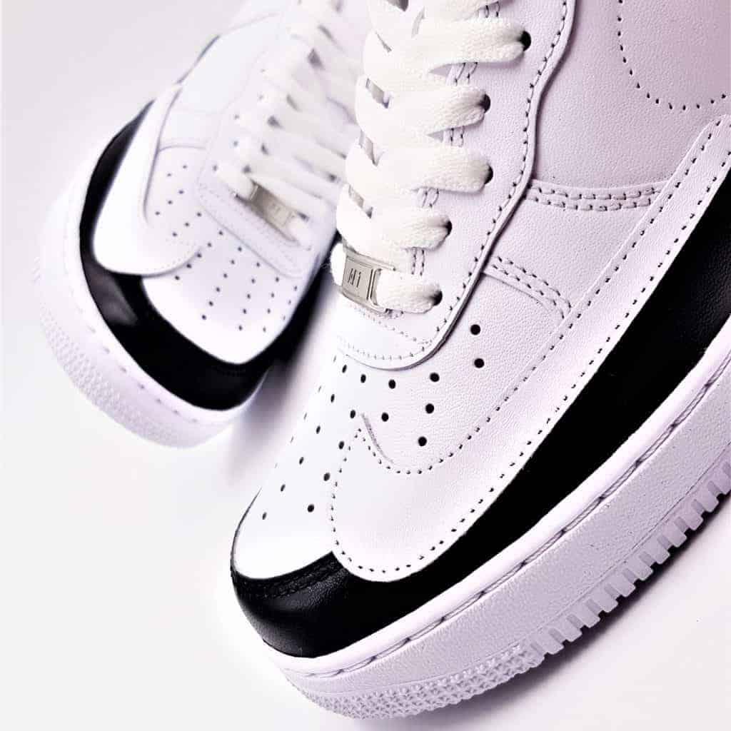 Les Nike Air Force 1 Dual Ton custom, une paire customisée par ATPIK custom sneakers dans un esprit techwear.