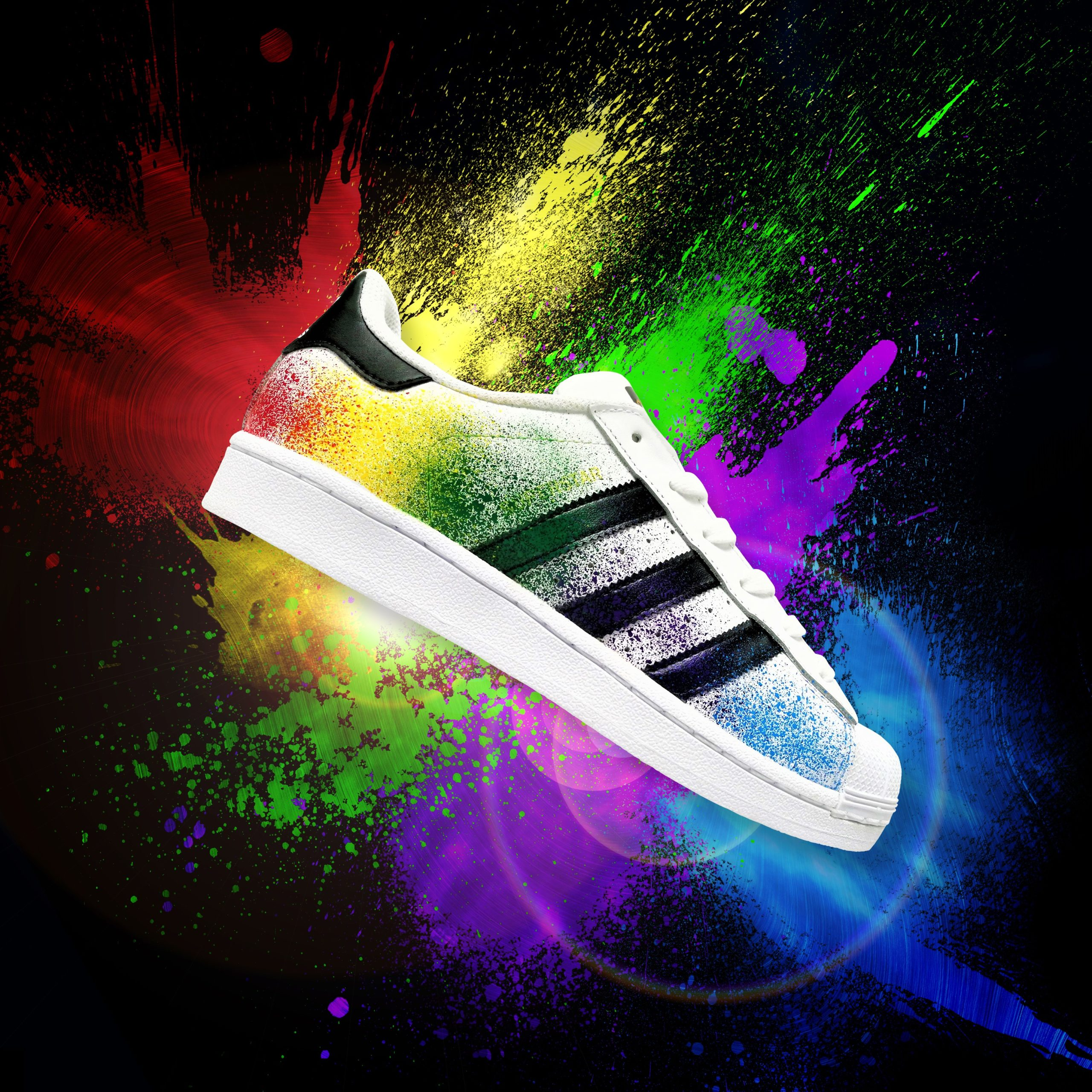 Les Adidas Superstar Color Splash, une paire de sneakers customisée par ATPIK Custom Sneakers avec des Color Splash.