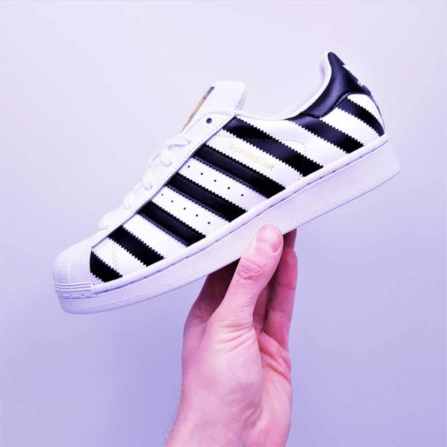 ATPIK Innovating Custom Sneakers présente les Adidas Superstar Custom Strip, une paire d'Adidas Superstar customisée.